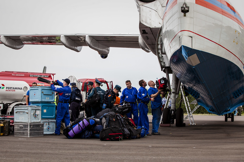 . Divers from Russian rescue team arrive at Iskandar airbase for searching  the victims of the AirAsia flight QZ8501 crash on January 03, 2015 in Pangkalan Bun, Central Kalimantan, Indonesia. A massive recovery operation is underway in waters off Borneo to recover bodies and debris from the missing AirAsia plane. AirAsia announced that flight QZ8501 from Surabaya to Singapore, with 162 people on board, lost contact with air traffic control at 07:24 a.m. local time on December 28.  (Photo by Oscar Siagian/Getty Images)