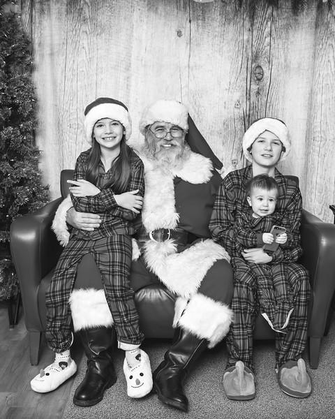 Ameriprise-Santa-Visit-181202-4931-BW.jpg