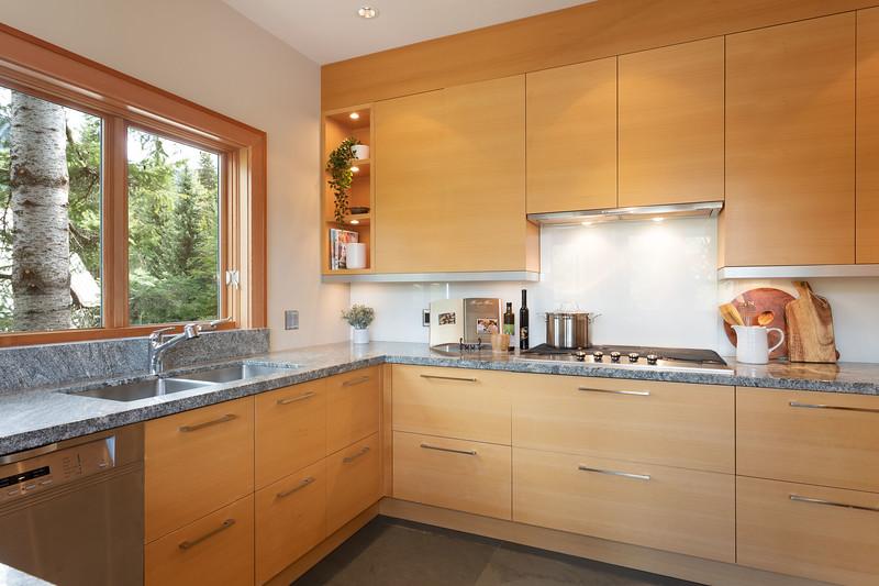 3335 Kitchen 4.jpg