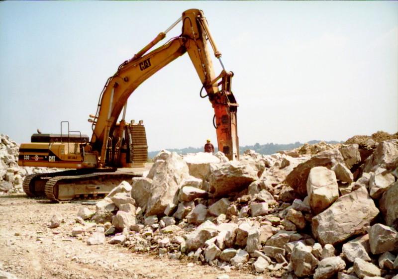 NPK E216 hydraulic hammer on Cat excavator at Zanesville Quarry 8-7-01 (6).JPG