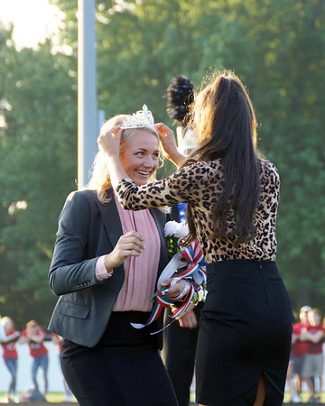 LB Crowning of Homecoming King & Queen (2018-09-14)