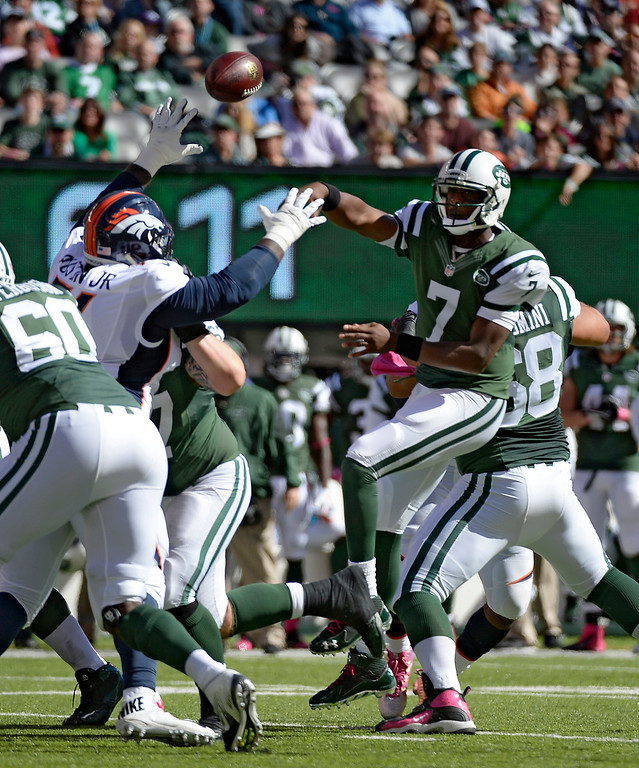 . New York Jets quarterback Geno Smith (7) throws a pass over Denver Broncos defensive tackle Marvin Austin (76) during the first quarter October 12, 2014 at Metlife Stadium. (Photo by John Leyba/The Denver Post)