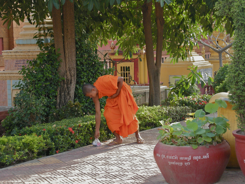 Monk at Wat Preah Prohm Rath pagoda