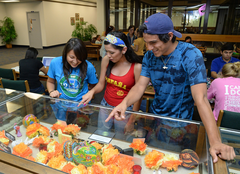students-look-at-different-artifacts-on-display-in-the-bell-library-for-hispanic-heritage-month_15082663030_o.jpg