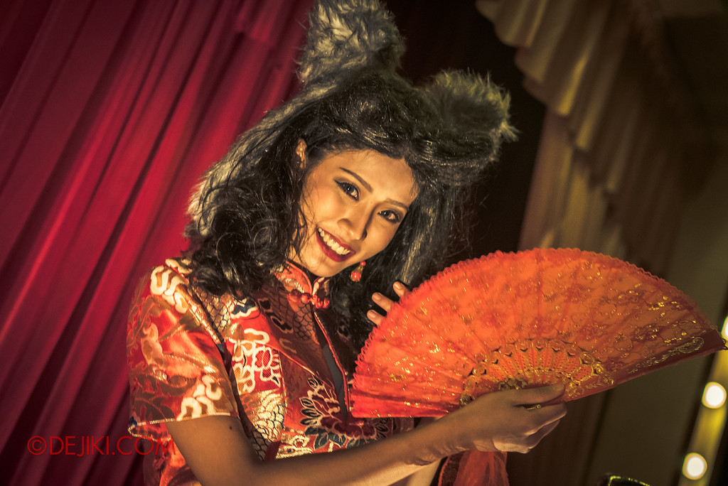 Halloween Horror Nights 6 - Hu Li's Inn / Hu Li, Fox Spirit on Stage