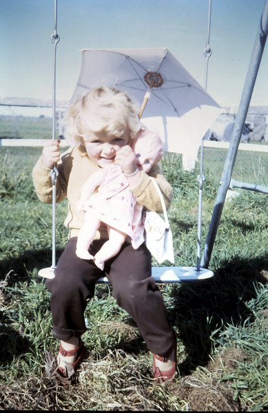 1968-7-23 (17) Susan 3 yrs.JPG