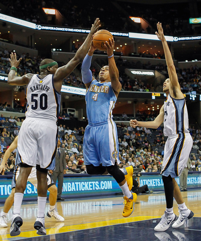 . Denver Nuggets guard Randy Foye (4) drives against Memphis Grizzlies forwards Zach Randolph (50) and Tayshaun Prince in the first half of an NBA basketball game Friday, April 4, 2014, in Memphis, Tenn. (AP Photo/Lance Murphey)