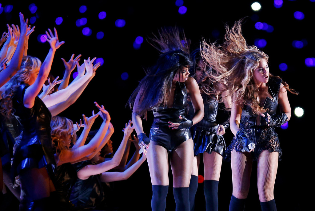 . Beyonce (R), Michelle Williams (C), and Kelly Rowland of the former group Destiny\'s Child perform in the NFL Super Bowl XLVII football game in New Orleans, Louisiana, February 3, 2013.  REUTERS/Jim Young