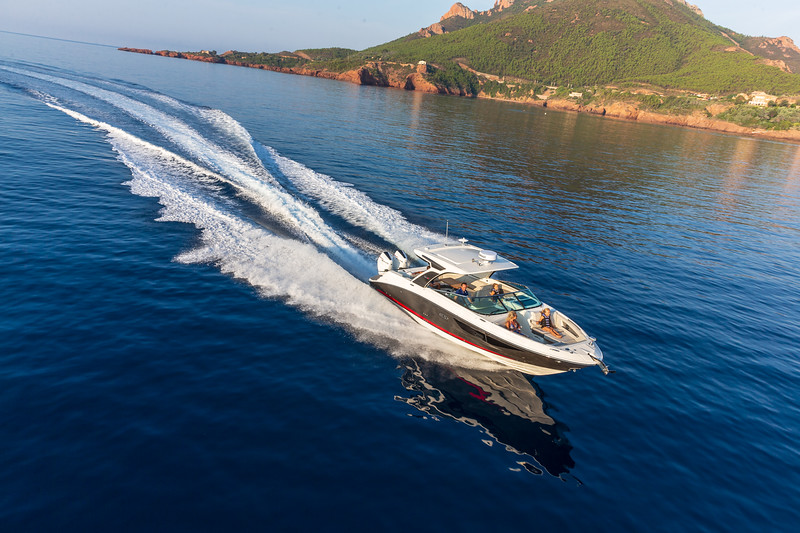 2020-SLX-R-350-Outboard-Running-Distance-1.jpg