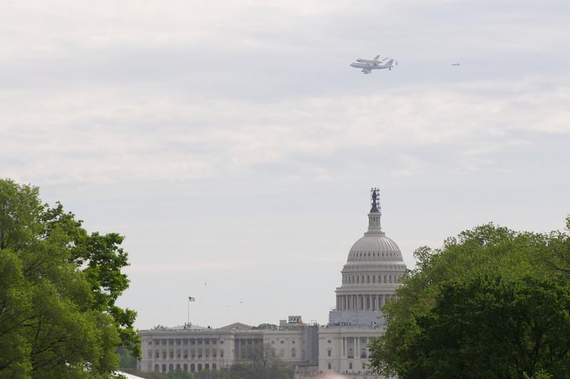 DC Shuttle fly bye 005.jpg