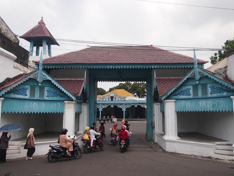 P4146788-kraton-entrance.JPG