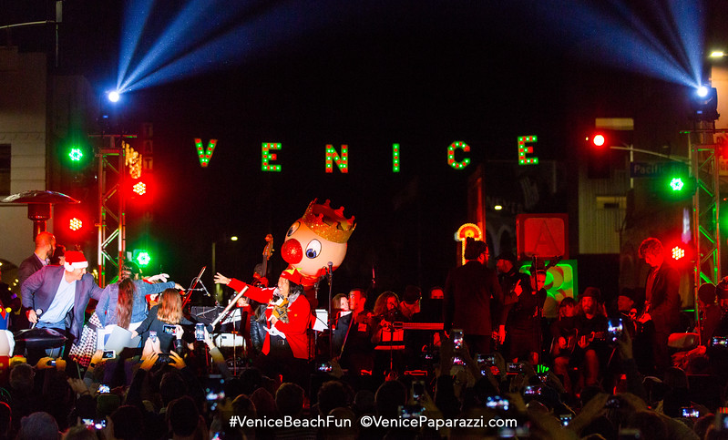 12.04.15 Venice Sign Holiday Lighting