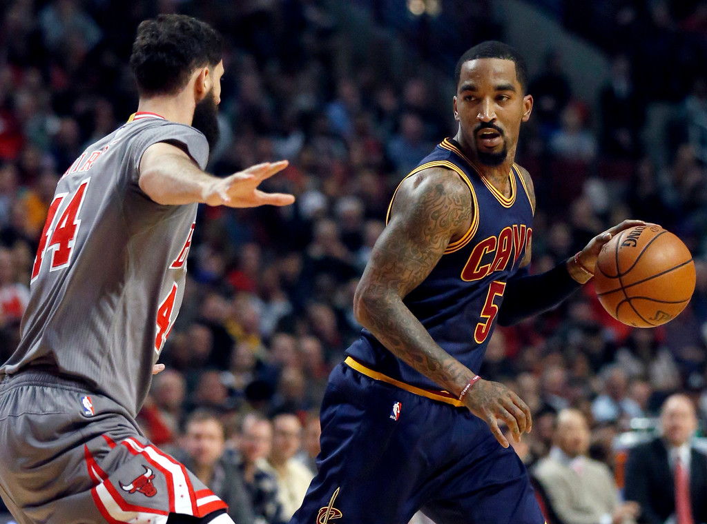 . Cleveland Cavaliers guard J.R. Smith, right, looks to pass as Chicago Bulls forward Nikola Mirotic defends during the first half of an NBA basketball game Friday, Dec. 2, 2016, in Chicago. (AP Photo/Nam Y. Huh)