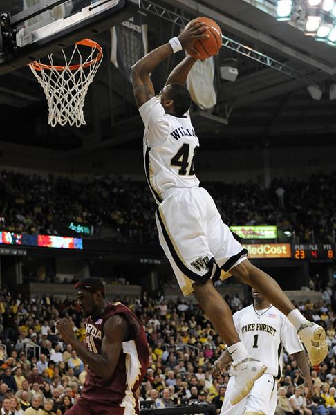 Williams dunk 00.jpg