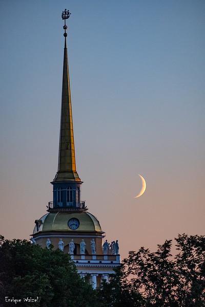 Moon set at Petersburg.jpg