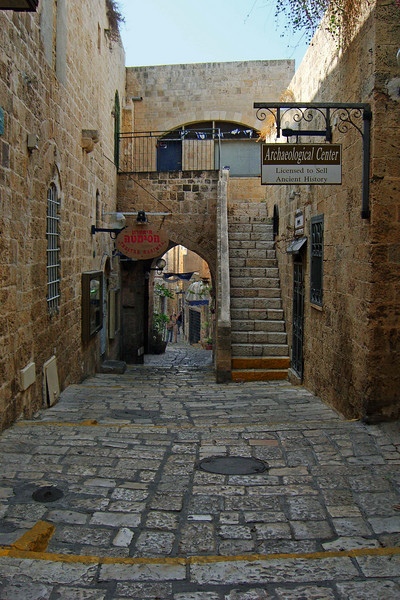 35-The same walkway, from the Hasimta Theatre to the Archaeological Center