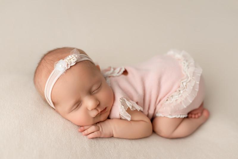 newbornpicturres9521 .jpg