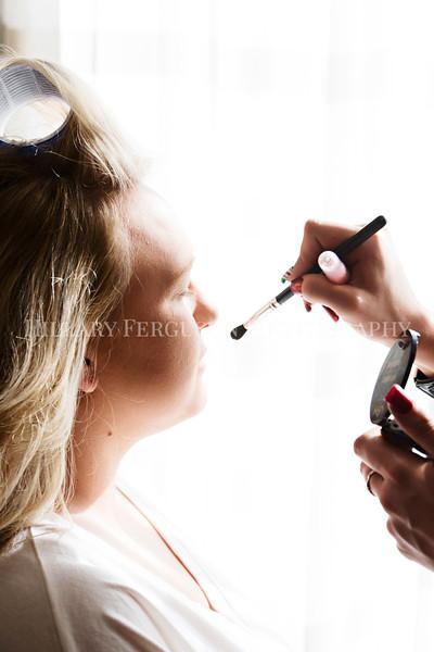 Hillary_Ferguson_Photography_Melinda+Derek_Getting_Ready076.jpg