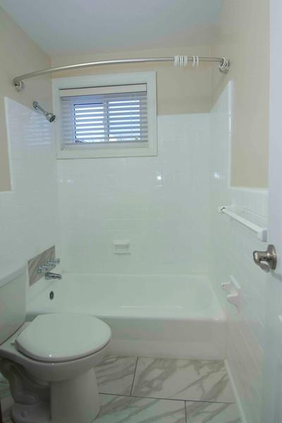 upstairs bath_MG_2750 for web.jpg