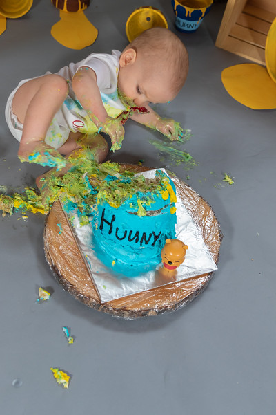20200215-Orion1stBirthday-PoohCakeSmash-28wm.jpg
