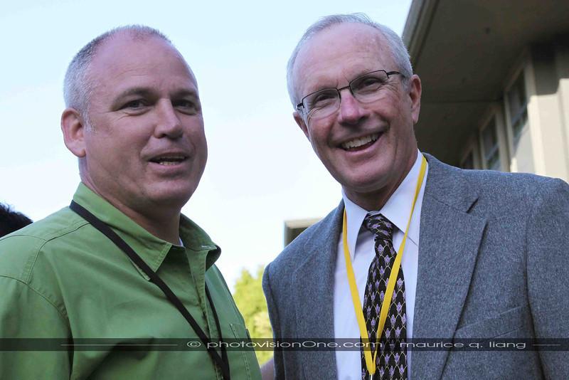 Chrysler West Coast PR manager Scott Brown with WAJ's David Ray.