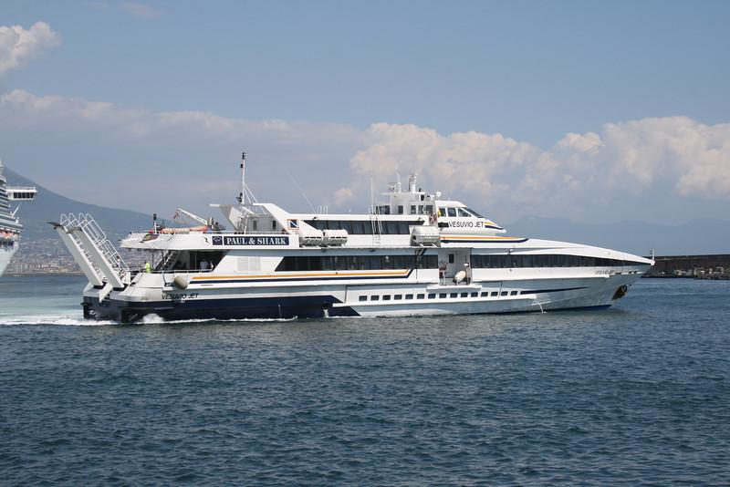 2010 - VESUVIO JET maneuvering in Napoli.