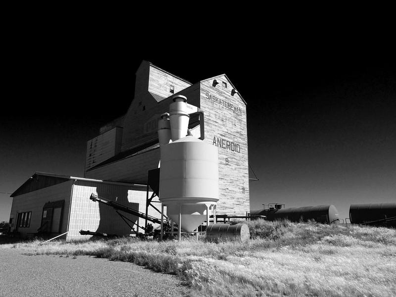 Aneroid Elevator in Infrared.jpg