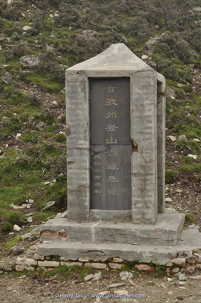 monument at Grey-Lake