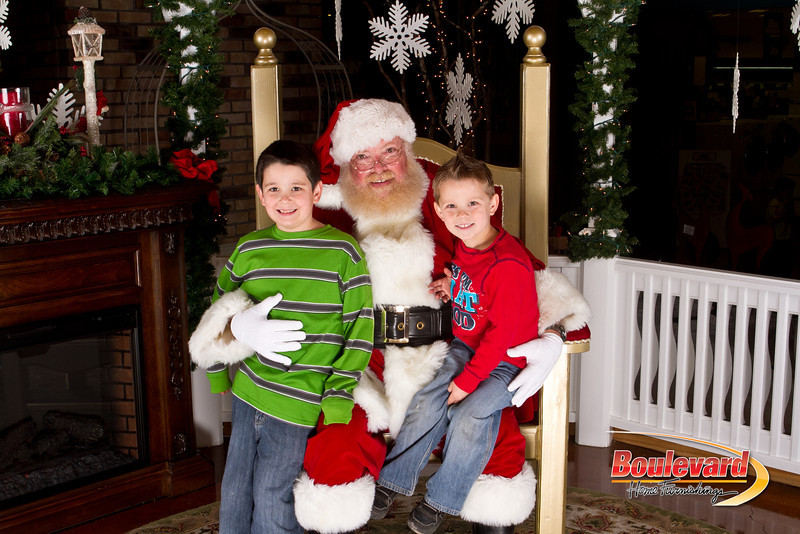 Santa Dec 15-177.jpg