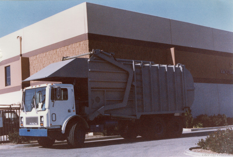 1985 Mack MR Partial Pack Front Loader