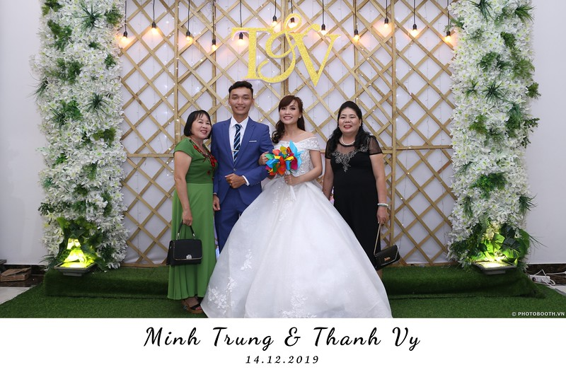 Trung-Vy-wedding-instant-print-photo-booth-Chup-anh-in-hinh-lay-lien-Tiec-cuoi-WefieBox-Photobooth-Vietnam-025.jpg