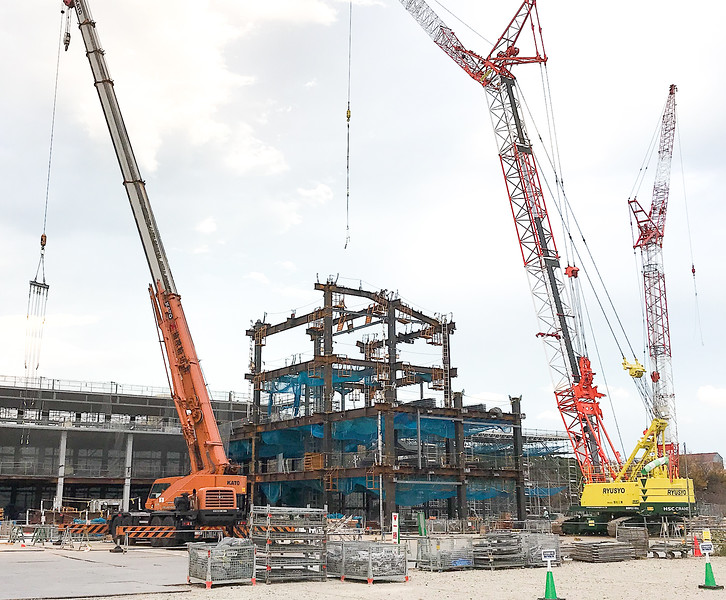 Assembly of the framework of the south end of the North Building
