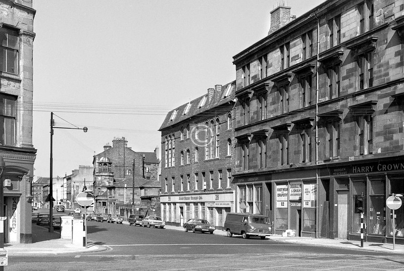 Oxford St from Gorbals St.   The handsome brick building at 26-36 was built c1865 as E.&S. Scott's shoe factory.    April 1973