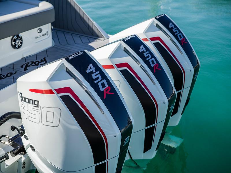 2020-SLX-R-400-e-Outboard-racing-engines-07.jpg