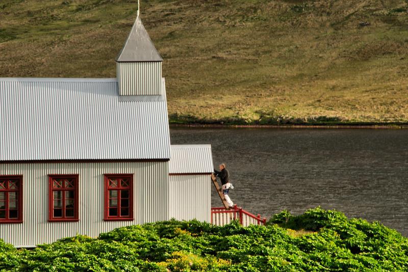 Hilmar málaði það sem þurfti að mála í kirkjunni.