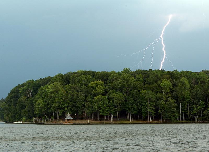 lightning_1244392118_o.jpg