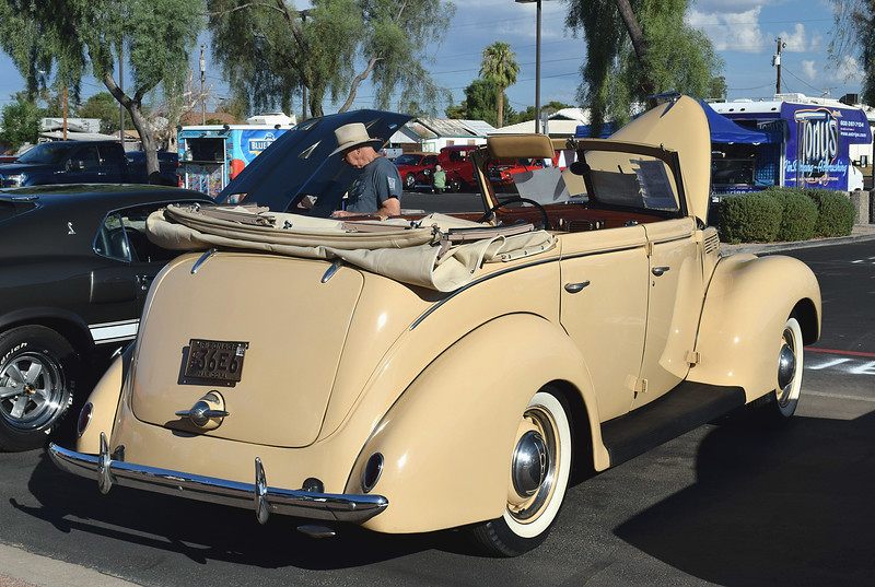 Ford 1938 4 dr conv Deluxe rr rt.JPG