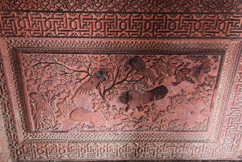 Detail of some of the carvings at Fatehpur Sikri. The head of the birds was removed long ago because it was made of precious stones (diamond, possibly).