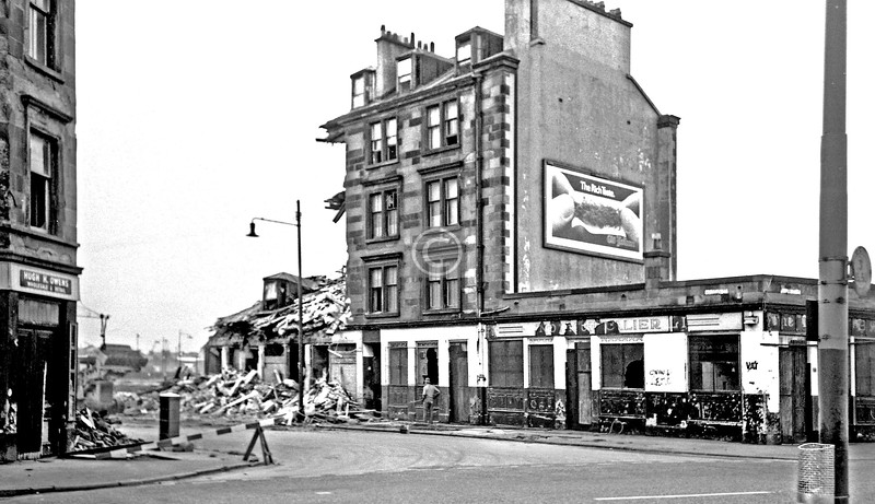 McLean St from Govan Rd.   The pub seems to have been The Chevalier.     June 1975