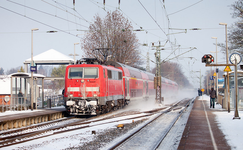 111 146 hustling an RE4 southbound through Kohlscheid.
