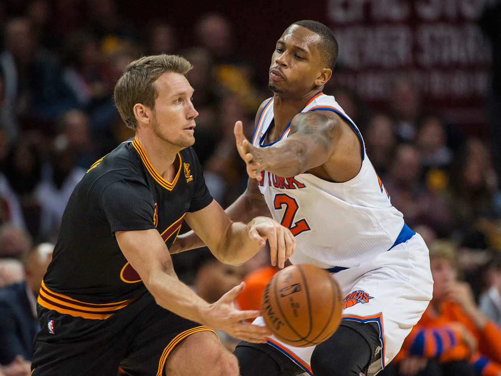 . Cleveland Cavaliers\' Mike Dunleavy (3) passes around New York Knicks\' Lance Thomas (42) during the second half of an NBA basketball game in Cleveland, Tuesday, Oct. 25, 2016. the Cavaliers won 117-88. (AP Photo/Phil Long)
