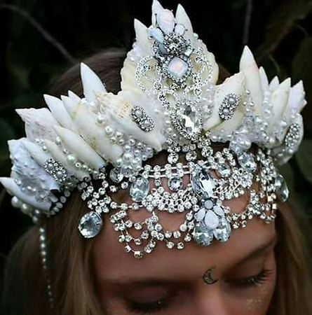 9349626476478257dbfd0c03c5ed1830--mermaid-tails-flower-crowns.jpg