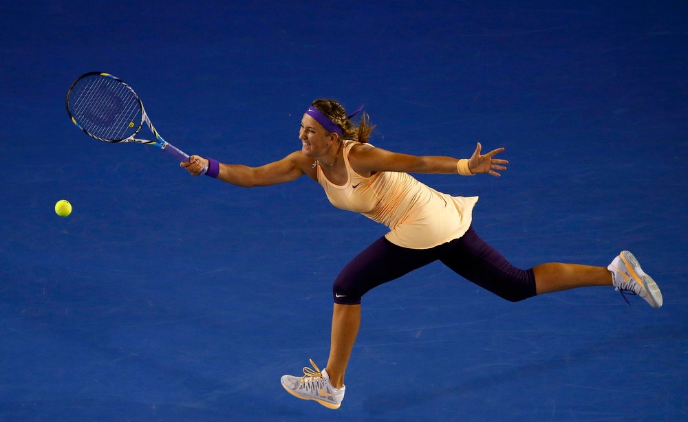 . Victoria Azarenka of Belarus hits a return to Li Na of China during their women\'s singles final match at the Australian Open tennis tournament in Melbourne, January 26, 2013.   REUTERS/David Gray