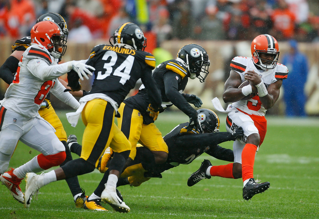 . Cleveland Browns quarterback Tyrod Taylor (5) scrambles against the Pittsburgh Steelers during the first half of an NFL football game, Sunday, Sept. 9, 2018, in Cleveland. (AP Photo/Ron Schwane)