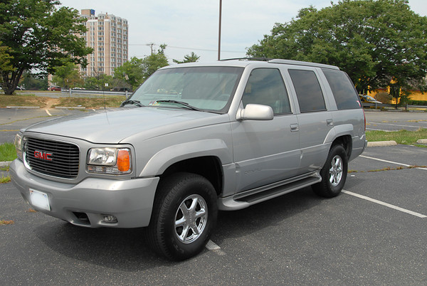 20090812 Arlington, VA - For Sale: GMC Yukon Denali