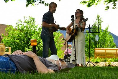 """Photos: """"Social Distancing"""" Live Concert for Frasier Senior Living Residents in Boulder"""