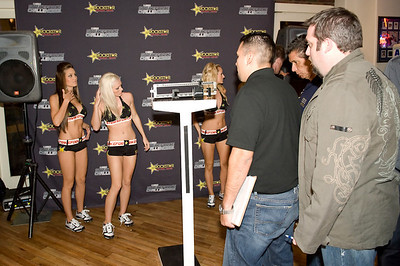 2009-11-05 [Strikeforce Challengers Weigh-ins, World Sports Cafe, Fresno, CA]