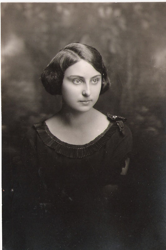 Carrie, Prior to Marriage