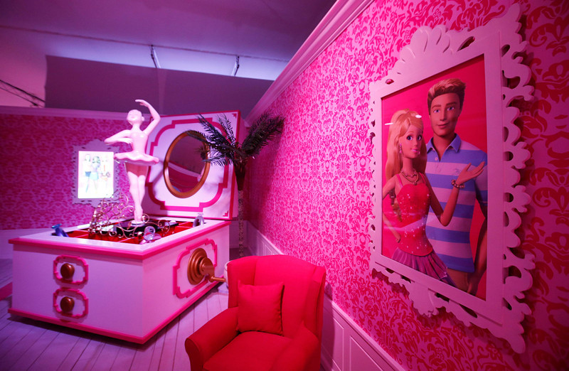 ". A room is pictured inside a ""Barbie Dreamhouse\"" of Mattel\'s Barbie dolls in Berlin, May 16, 2013. The life-sized house, covering about 1,400 square metres offers visitors to try on Barbie\'s clothes in her walk-in closet, tour her living room and her kitchen.   REUTERS/Fabrizio Bensch"