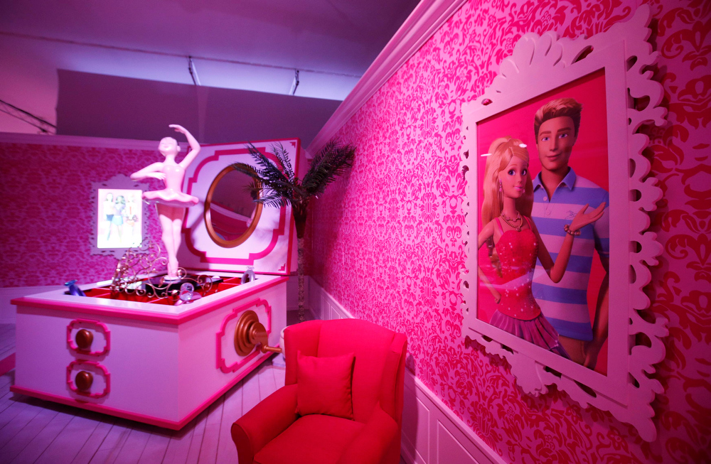 """. A room is pictured inside a \""""Barbie Dreamhouse\"""" of Mattel\'s Barbie dolls in Berlin, May 16, 2013. The life-sized house, covering about 1,400 square metres offers visitors to try on Barbie\'s clothes in her walk-in closet, tour her living room and her kitchen.   REUTERS/Fabrizio Bensch"""